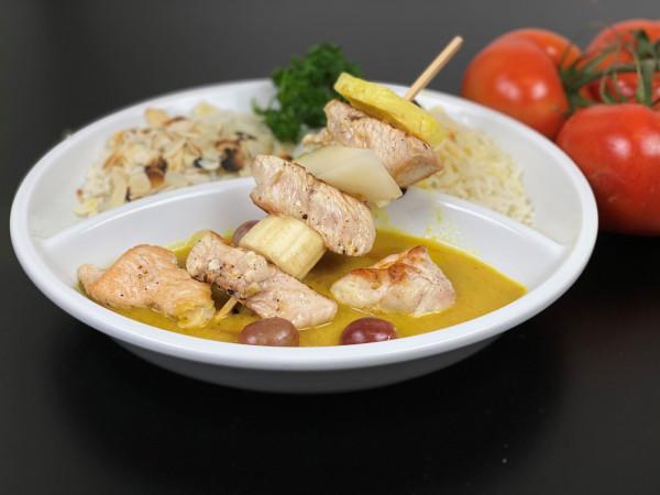 Putenspieß mit Früchten, Currysauce & Reis