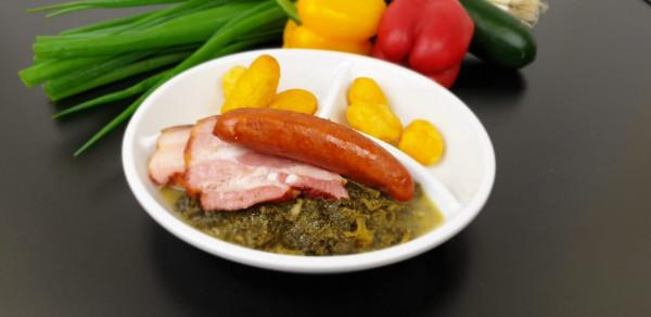 Grünkohl mit Kohlwurst, Rauchfleisch & Röstkartoffeln